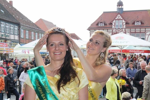 Landesrapsblütenköniginnen Manuela I. und Mandy I. 2015